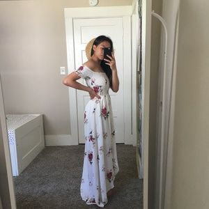 Dresses - NWT Flowy White Floral Summer Dress